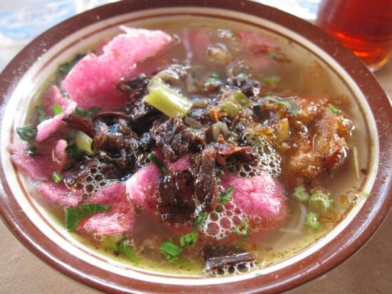 makan soto padang di Jakarta